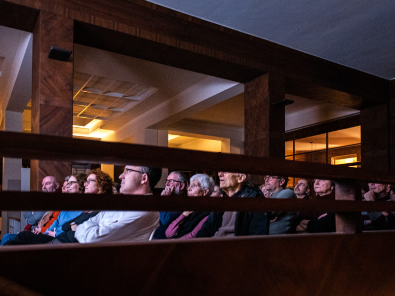 Koolhaas houselife – Schalterhalle als Kinosaal